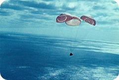 homem_na_lua_c21_paraquedas